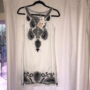 NWT Cecico White and Black Dress